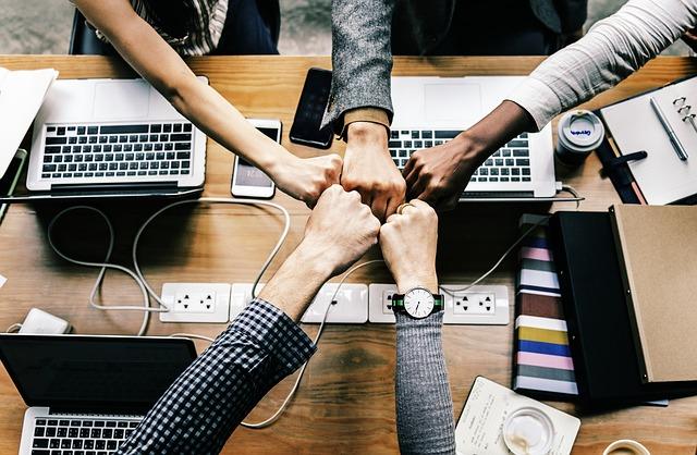 Habilidades laborales que pueden llevar a tu equipo de trabajo al éxito