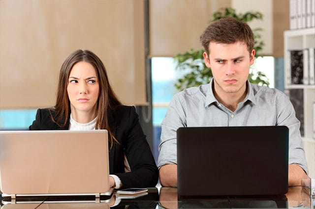 6 actitudes que dañan el clima laboral ¿Has padecido alguna?